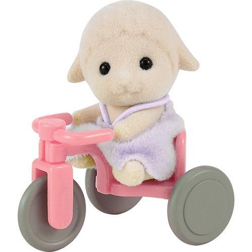 Boneco Sylvanian Families Bebê Ovelha Com Triciclo Epoch Magia